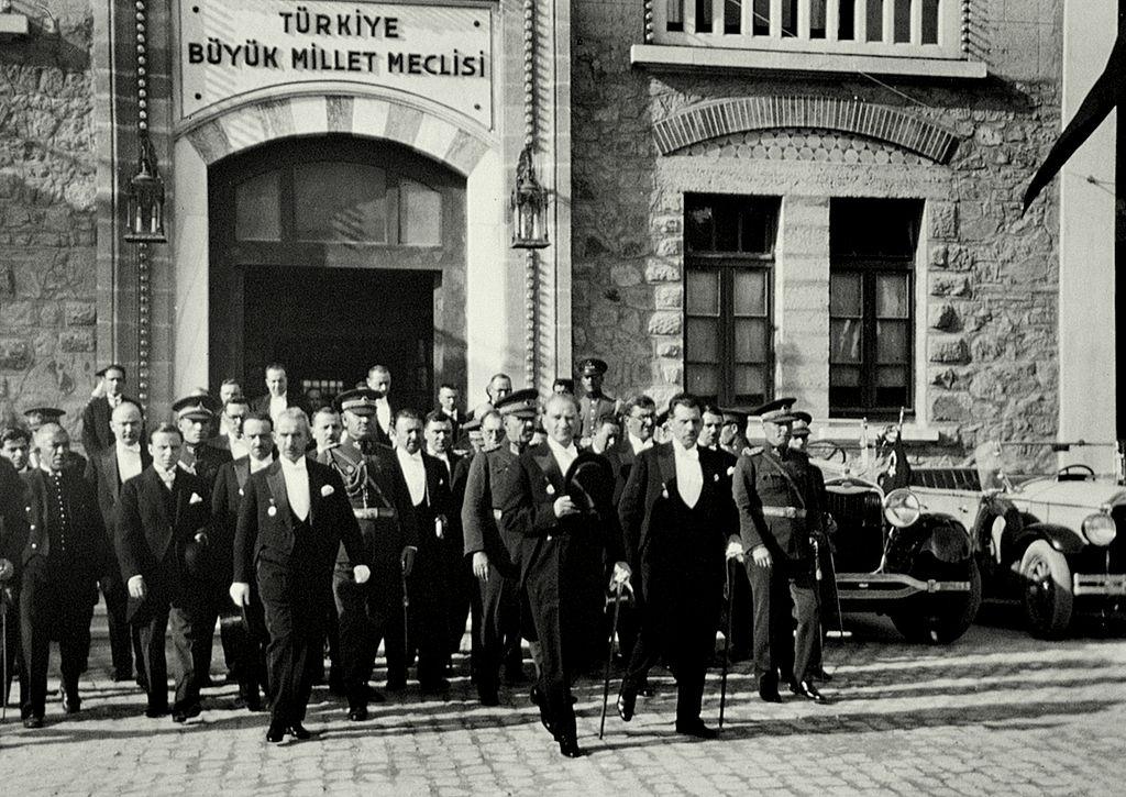 Mustafa Kemal Atatürk'ün İlk Soyadı Nedir?