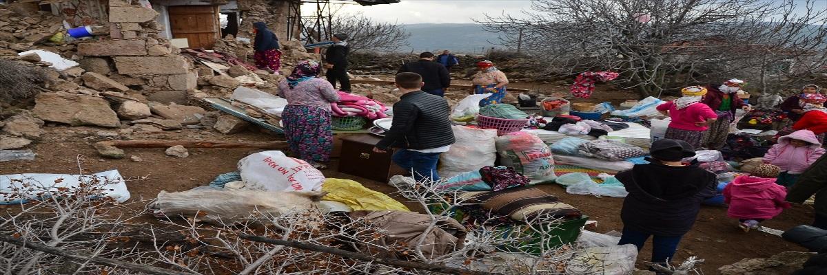 Çanakkale'de Deprem 10 Ev Yıkıldı