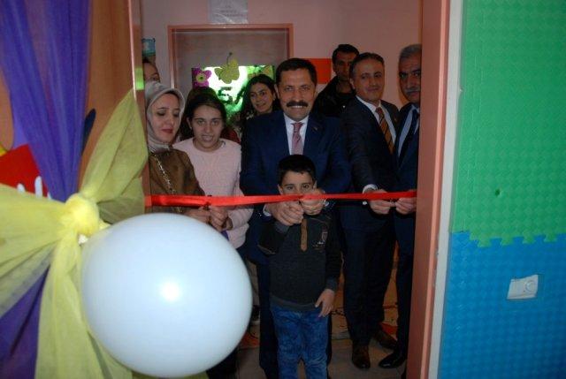 Ardahan'da özel eğitimli öğrenciler için eğitim verecek otizmli sınıfları ve spor salonu açıldı