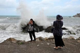 Amasra'da Dev Dalgalar Fenomenleri Harekete Geçirdi