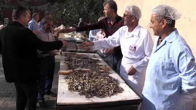 Gülyalı'da Düzenlenen Şenlikte 1,5 Ton Hamsi Tüketildi