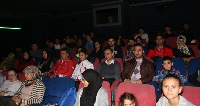 Kayseri Gençlik ve Spor İl Müdürü Sporcularla Birlikte Sinemada