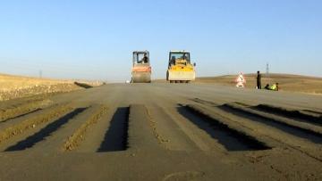 Muş'ta Silindirle Sıkıştırılmış Beton Yol