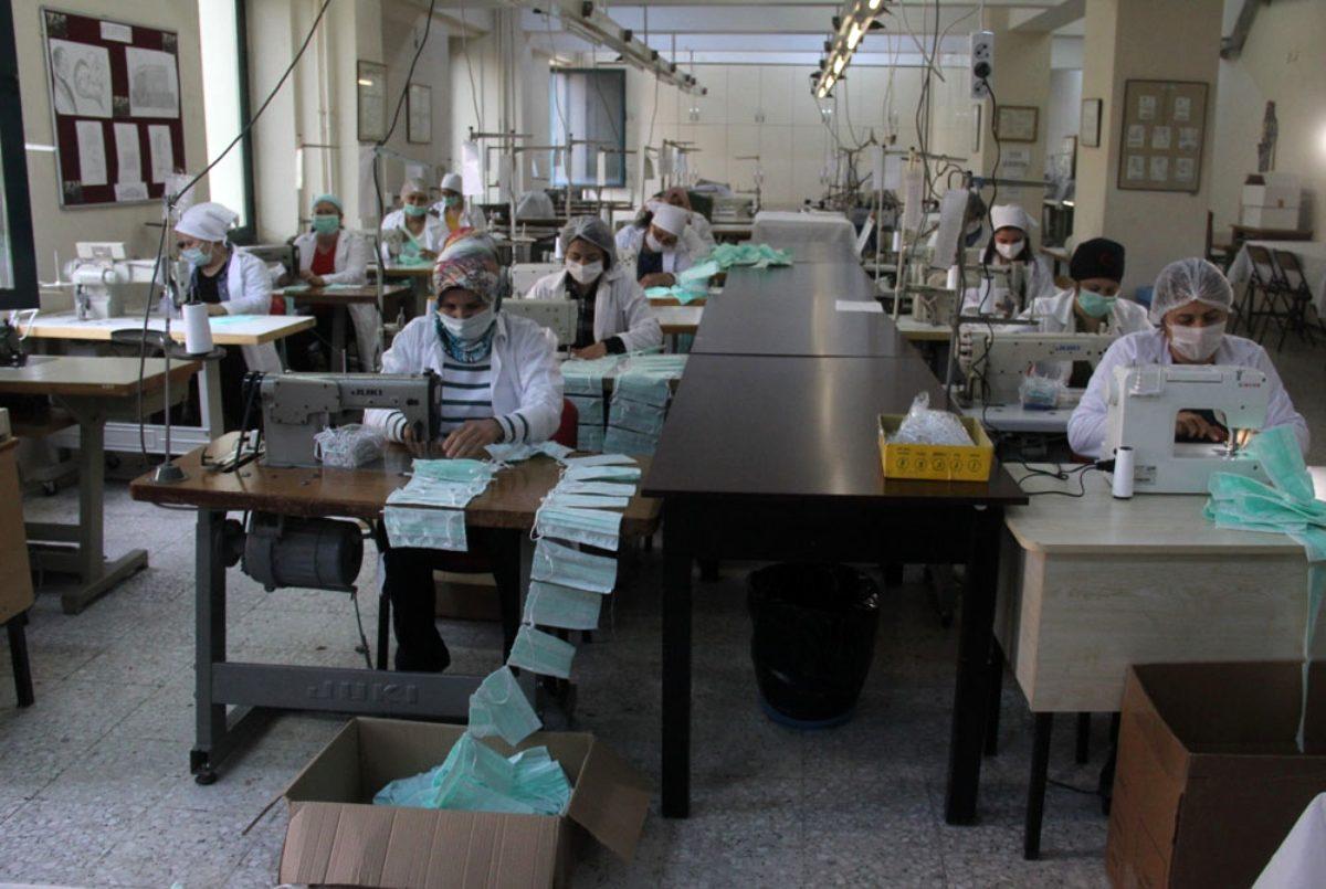 Adana'da Liseler 500 Bin Maske Üretti