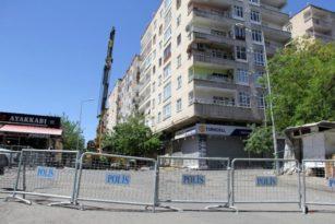Yıkılma Tehlikesi Nedeniyle Boşaltılan Binada Güçlendirme Çalışmaları Devam Ediyor