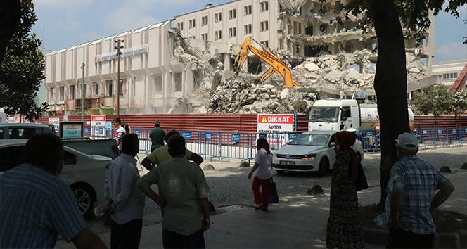 Adapazarı'nda Tarihi Bina Yıkıldı