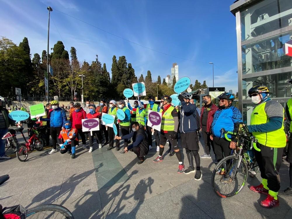 """300 Bisikletli """"Barikatsız Dünya"""" İçin Pedal Çevirdi"""