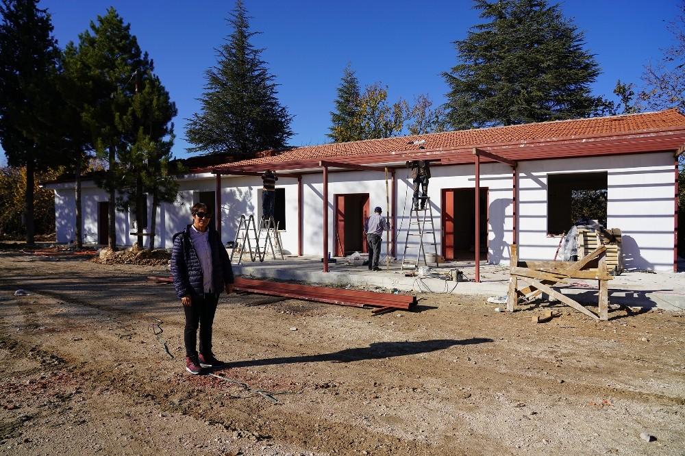"""Antalya Büyükşehir Belediyesi'nden  """"Üreten Kadınlara"""" tesis desteği"""