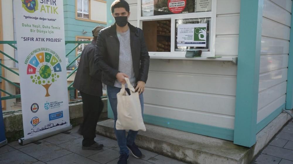 Avrupa Atık Azaltım Haftası'nda bez torbayla farkındalık