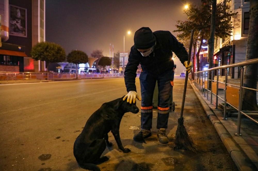 Düzce'de Bomboş Sokaklarda Kalbi Sevgiyle Dolu Kahramanlar