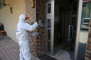 Büyükşehir kent merkezinde bulunan tüm işyerlerini dezenfekte etti