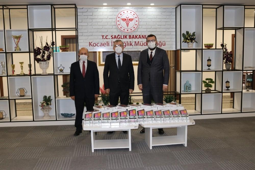 Kocaeli Büyükşehir Belediyesinden Sağlıkçılara Tablet