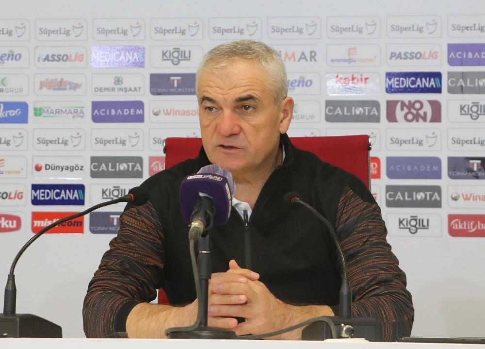 """Sivasspor Teknik Direktörü """"Hakemler bilerek hata yapıyor"""""""