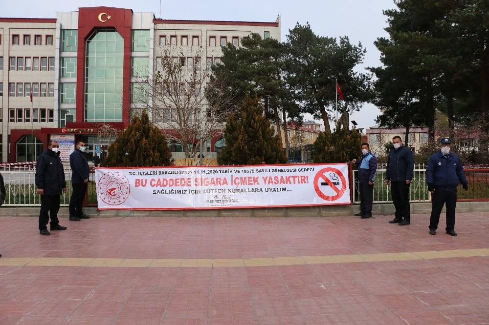 Erciş Belediyesi cadde ve sokaklara sigara yasağı uyarı görselleri astı