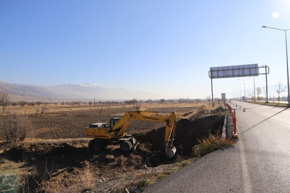 Erzincan-Sivas Karayolunda Bulunan Köprüde Genişletme Çalışmaları Başladı