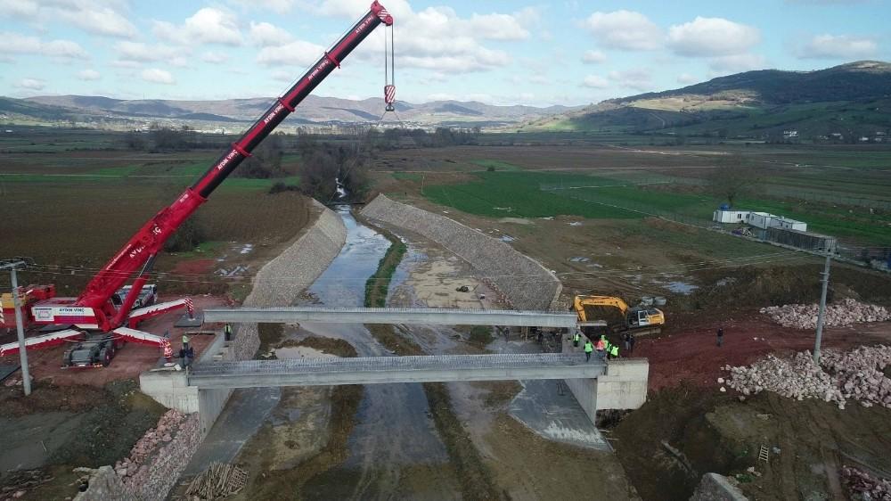 İki ilçeyi birbirine bağlayacak köprü tamamlanıyor