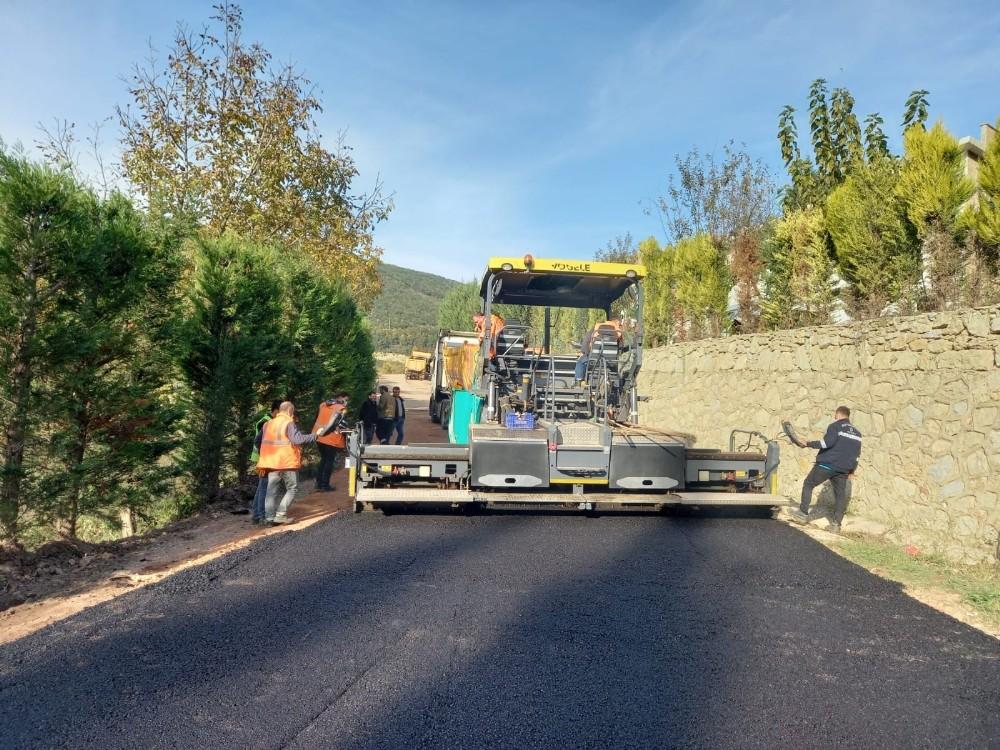 İzmit'te köy yolları konforlu hale getiriliyor