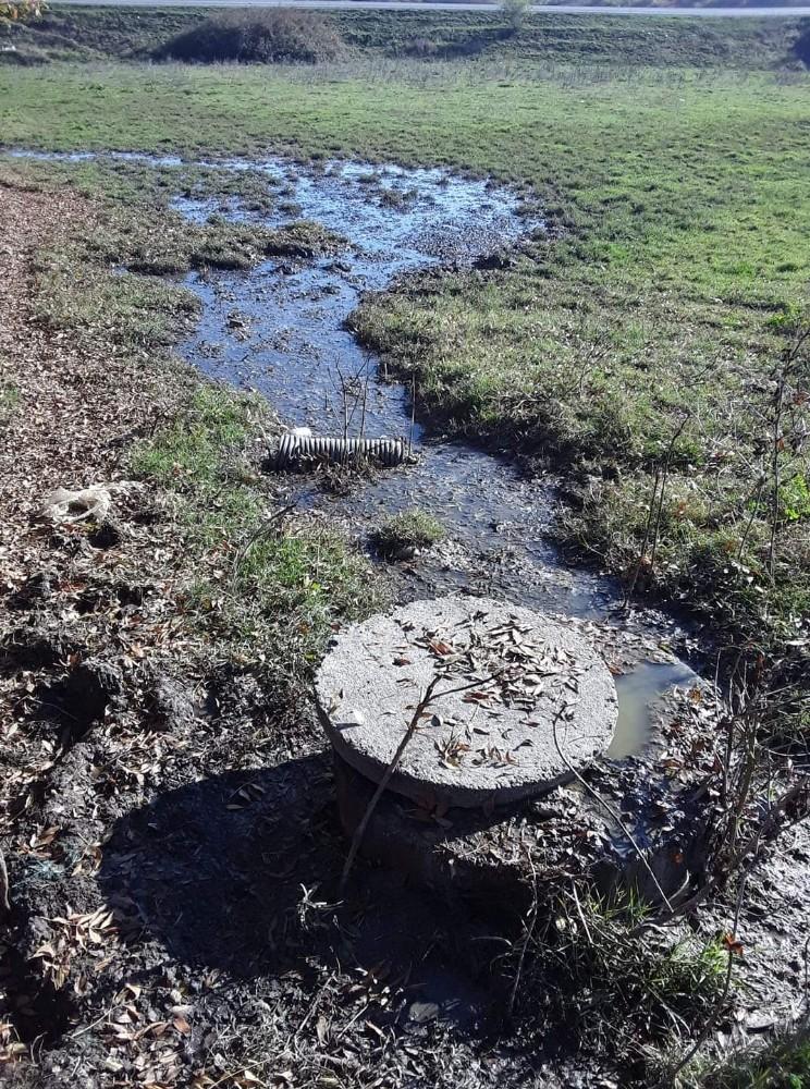Kanalizasyon sızıntısı mahallelinin tepkisine neden oldu