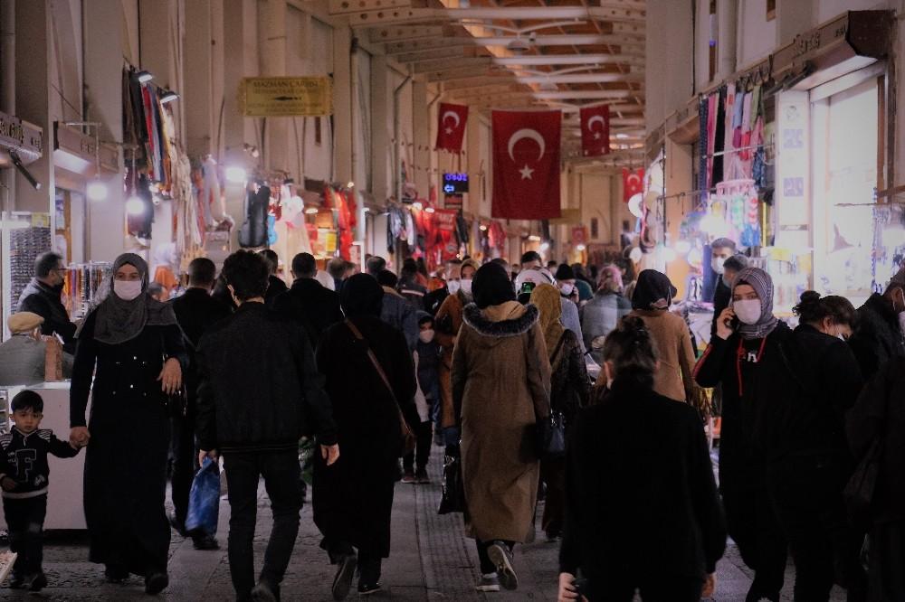 Kahramanmaraş'ta Kısıtlama Sonrası Korona Unutuldu