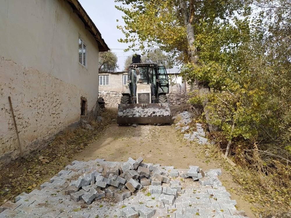 Kuluncak'ta mahalleler kilit taş ile buluşturuluyor