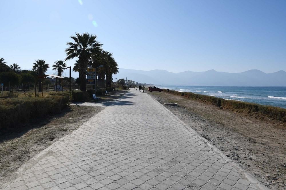 Kuşadası sahil bandında yürüyüş yolu düzenlemesi