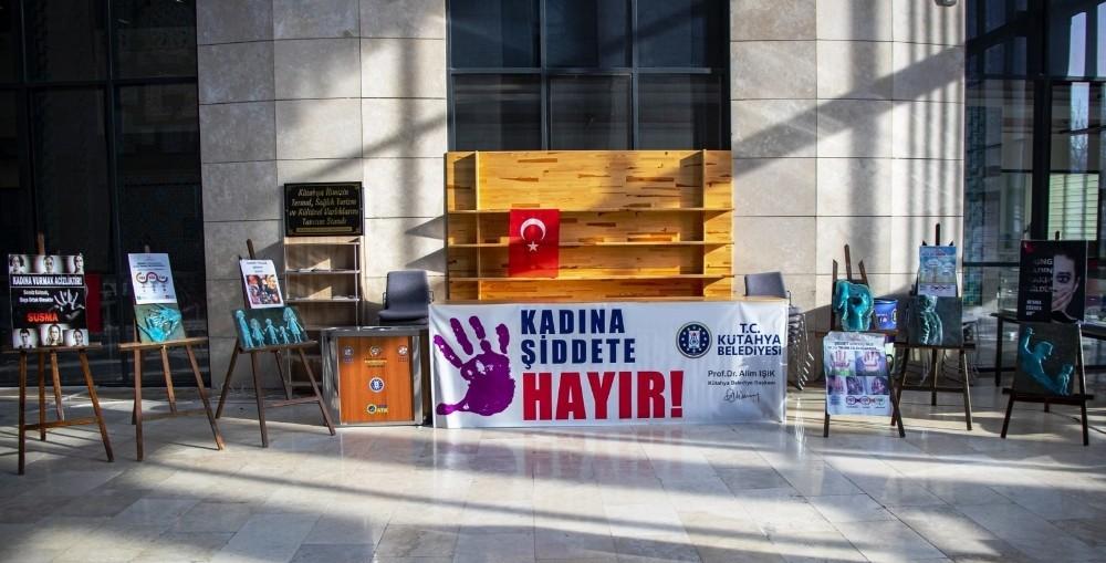 """Kütahya Belediyesi'nden """"Kadına Şiddete Hayır"""" standı"""