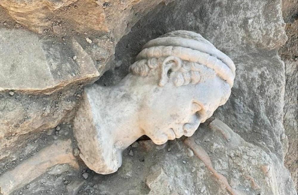 Laodikya'da 2 Bin Yıllık Rahip Heykeli Başı Bulundu