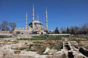 (Özel) Mimar Sinan 445 yıl önce kendisini yaptı, şimdi meydanı yapılamıyor