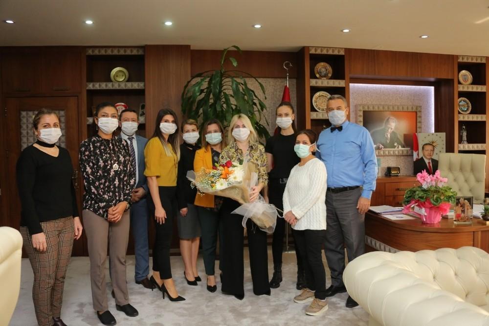 Rektör Özkan'a sürpriz Öğretmenler Günü kutlaması