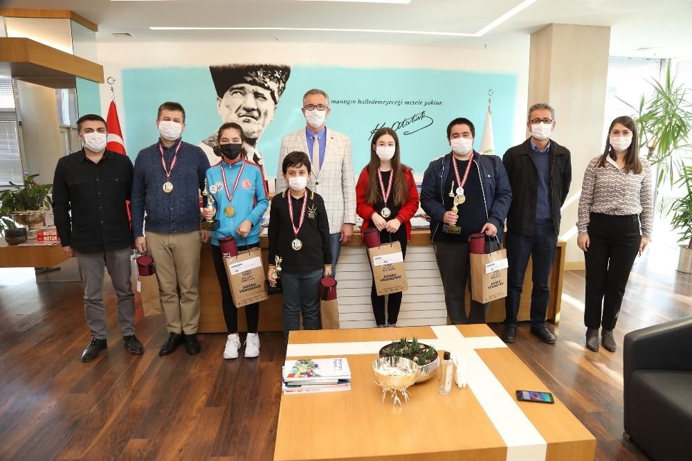 İzmir Gaziemir Satranç Şampiyonları Ödülleri