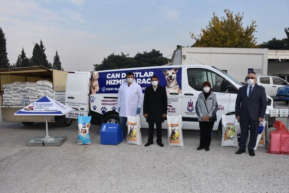 Şehzadeler Belediyesi sokak hayvanları için hizmet aracını hizmete soktu