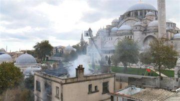 Süleymaniye'de Üç Katlı Metruk Bina Yandı