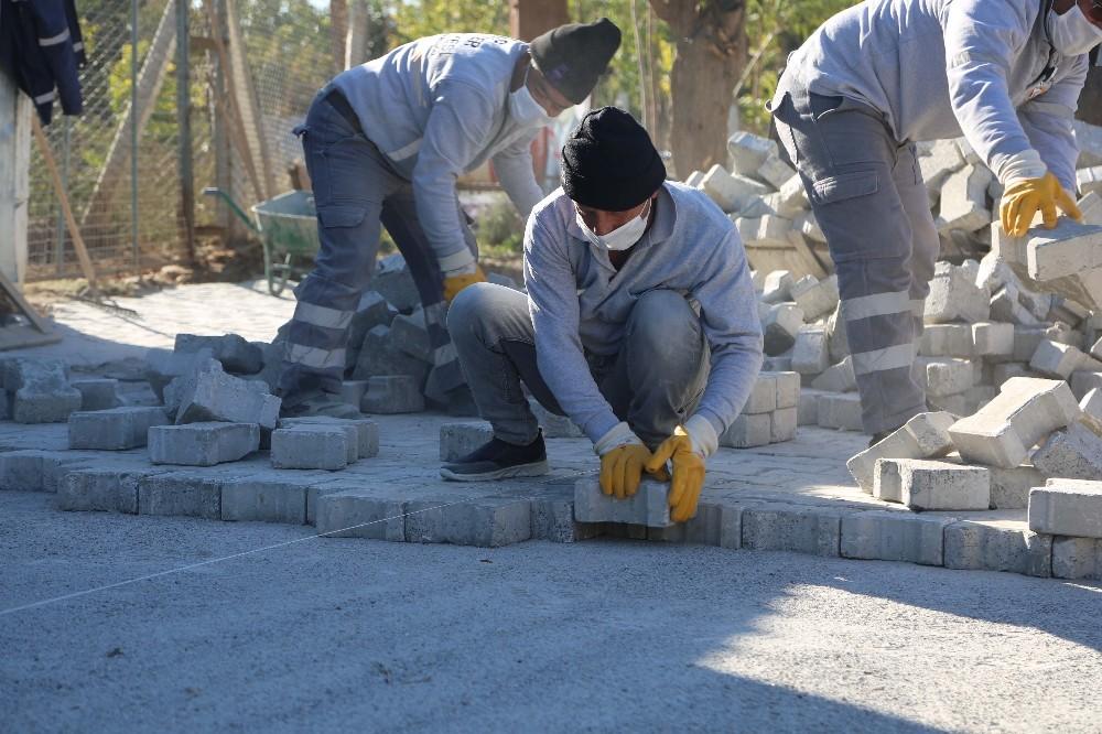Umurlu Mahallesi'nde yol yapım çalışmaları sürüyor