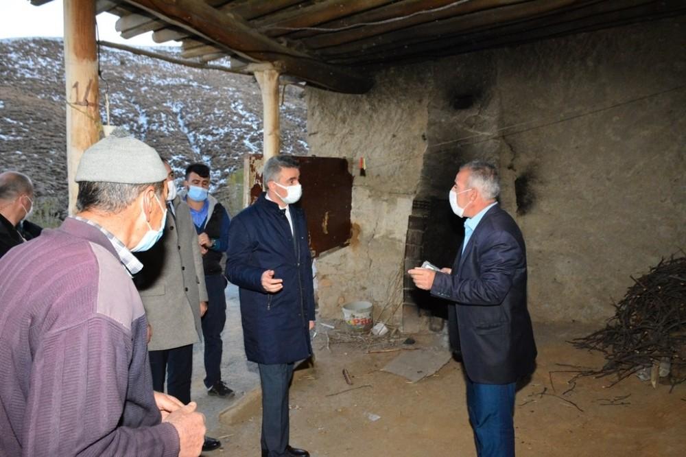 Malatya Valisi Deprem Bölgesinde İncelemelerde Bulundu