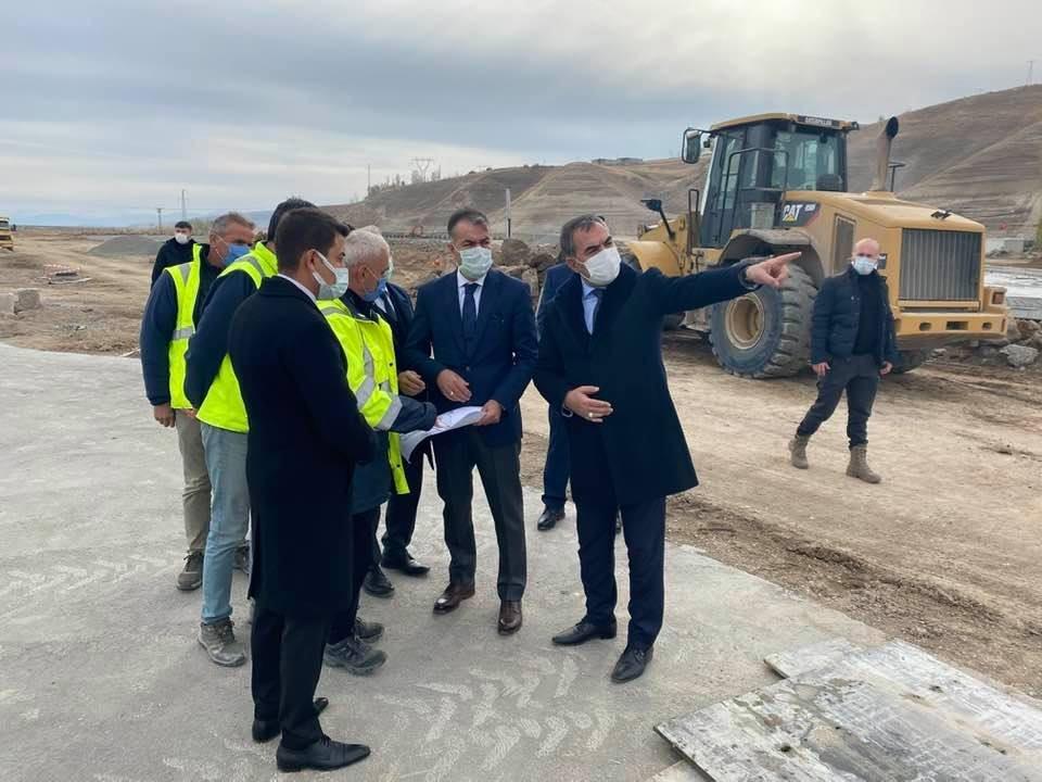Vali Çağatay, Ahlat'taki 'Millet Bahçesi' inşaatını inceledi