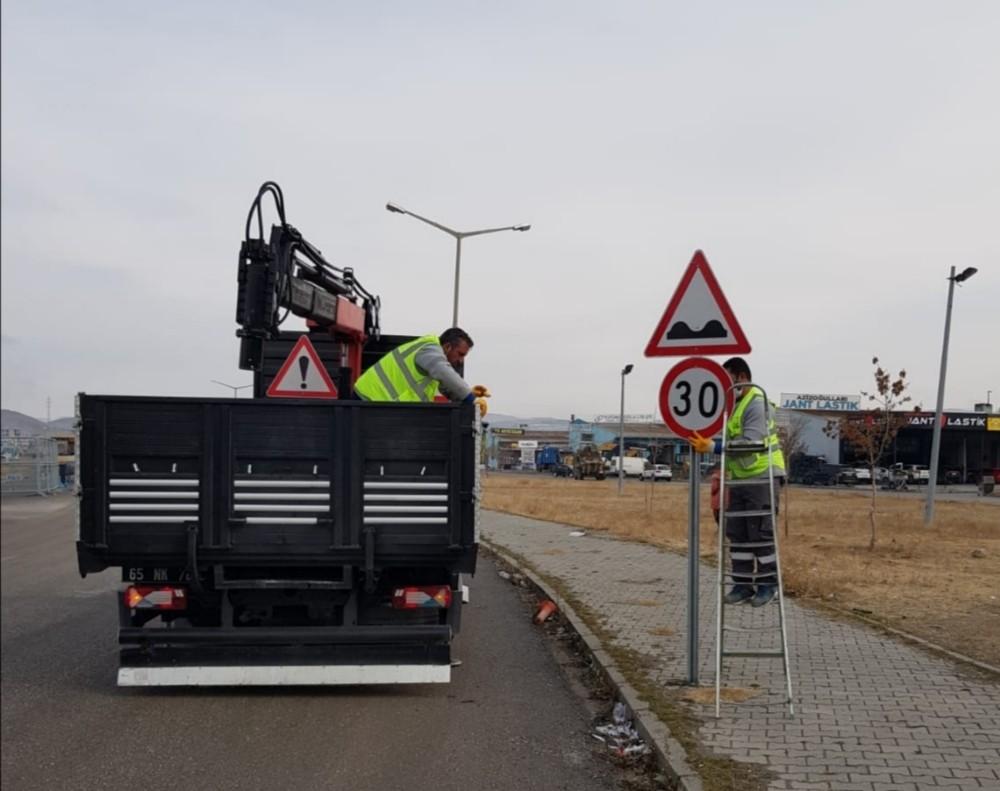 Van Büyükşehir Belediyesi yolları kış mevsimine hazırlıyor
