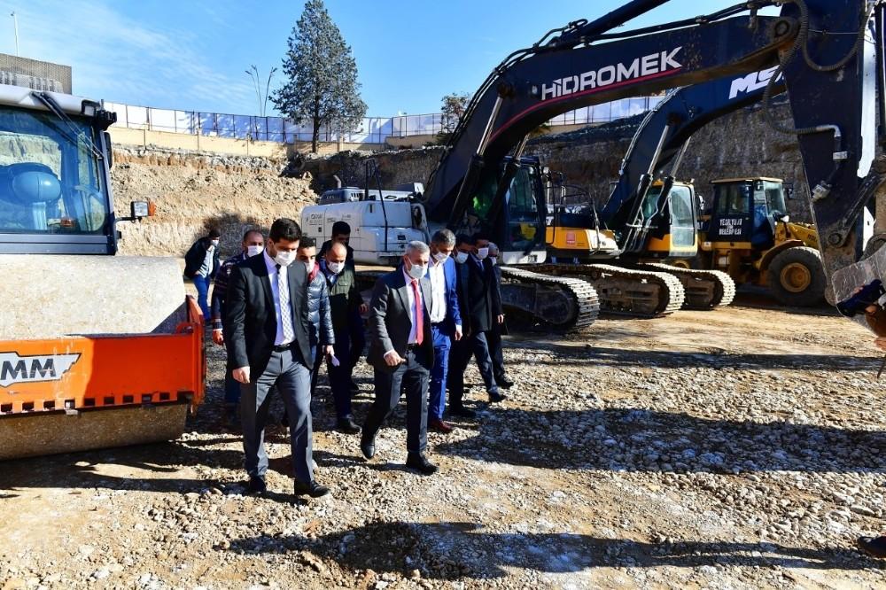 Yeşilyurt'ta millet bahçesi inşaat alanında kazı çalışmaları tamamlandı