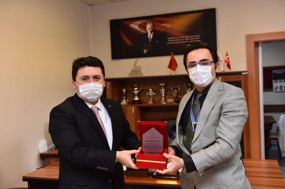 Altıeylül Belediyesi'den sağlık çalışanlarına koruyucu tulum desteği