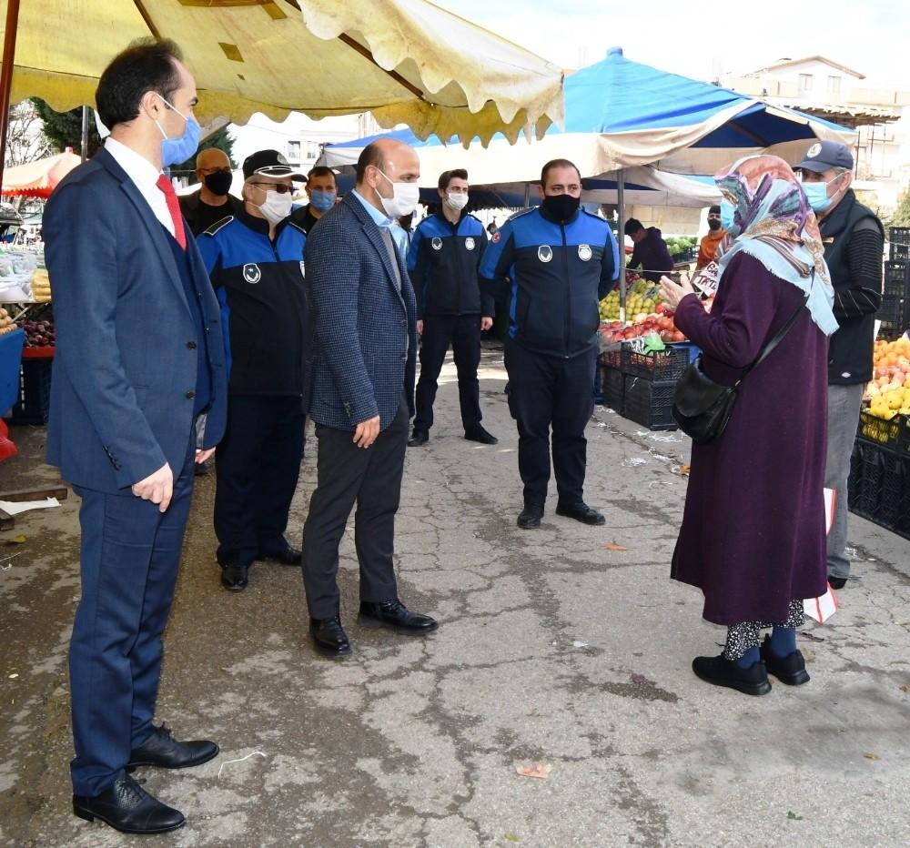 Altınova'da semt pazarında sıkı denetim