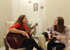 Anne Kızın Canlı Performansı Sosyal Medyada İlgi Gördü