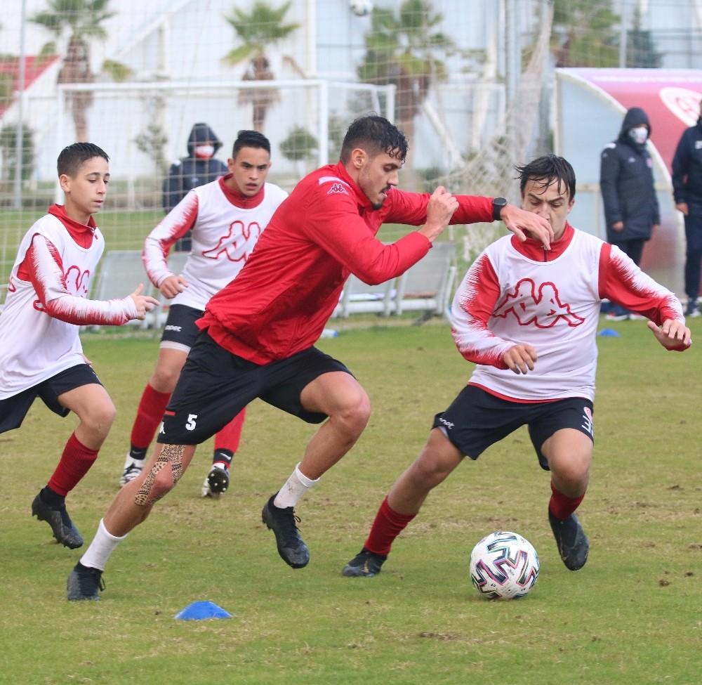 Antalyaspor'da Bahadır ve Doğukan'a özel antrenman