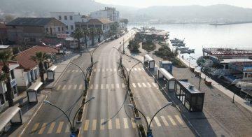 Ayvalık'ın bomboş cadde ve sokakları havadan görüntülendi