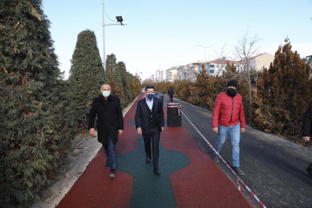 Başkan Arı, bisiklet ve yürüyüş yolunda incelemelerde bulundu