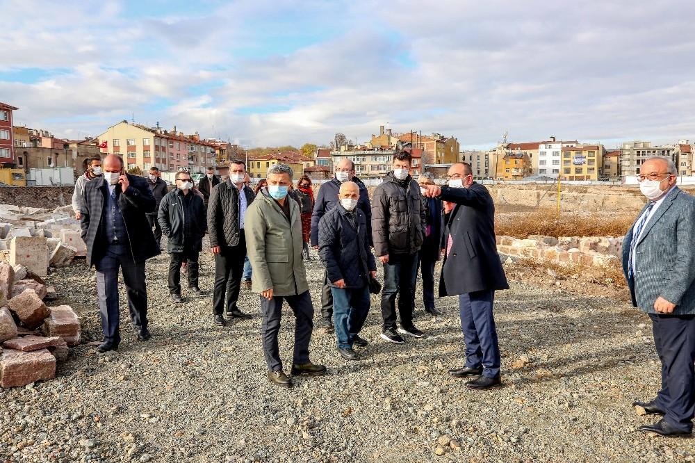 Başkan Kavuş, Şükran Mahallesi'nde incelemelerde bulundu