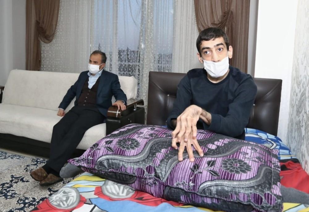 Başkan Kılınç, Sedat'ı evinde ziyaret etti