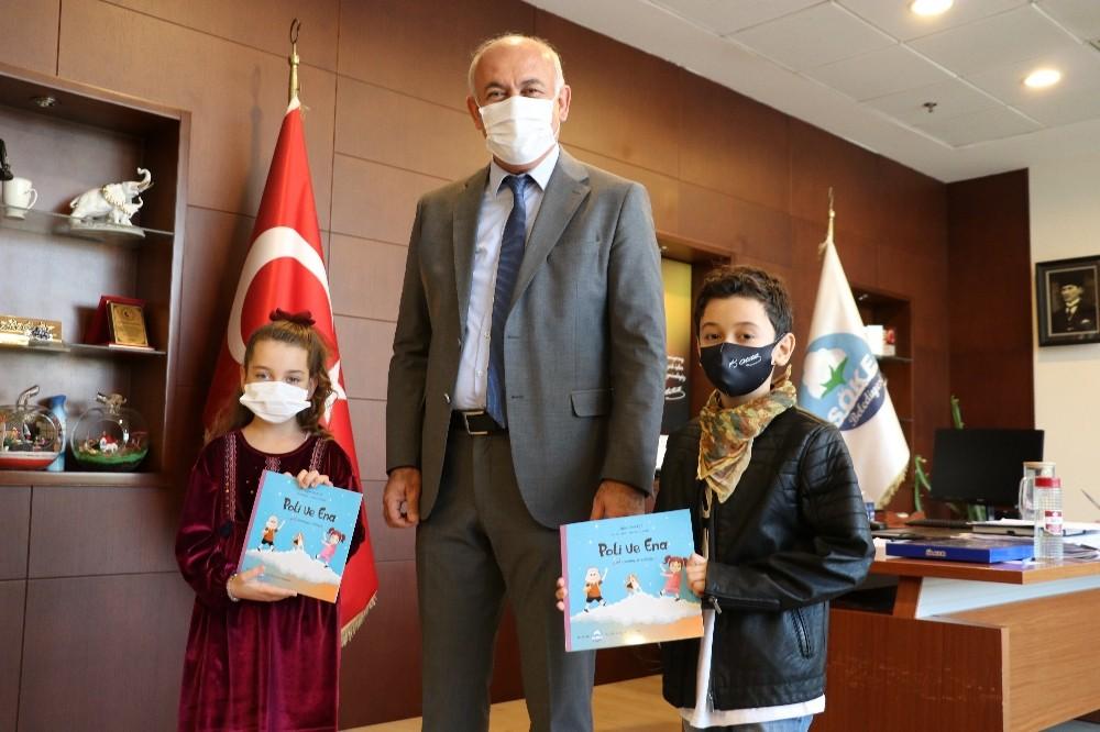 Başkan Tuncel'den evde kalan çocuklara kitap hediyesi