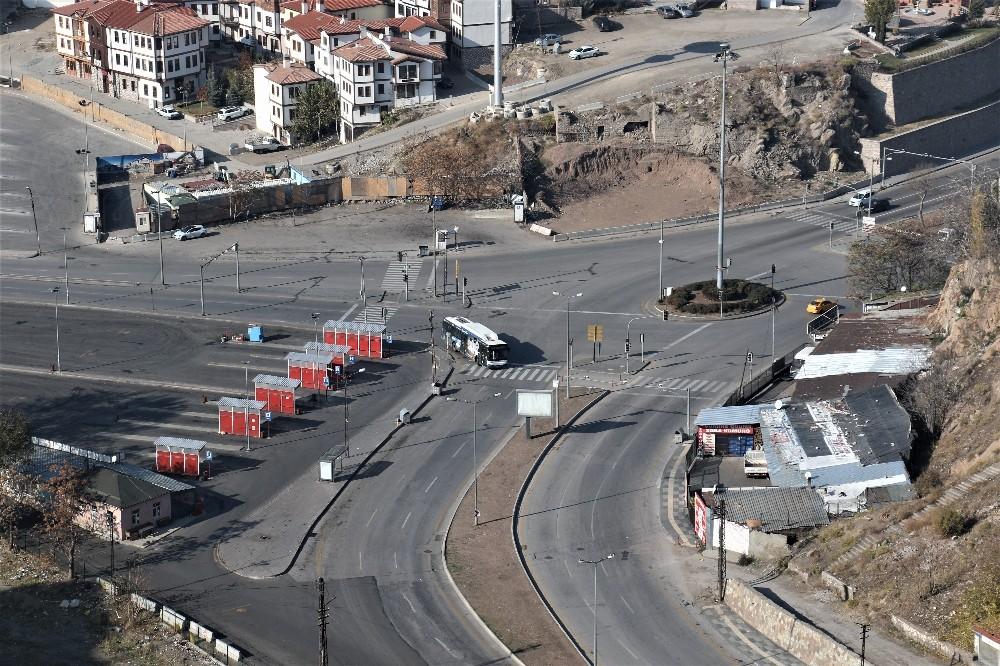 Başkent'te cadde ve sokaklar kısıtlamanın ikinci gününde de boş kaldı