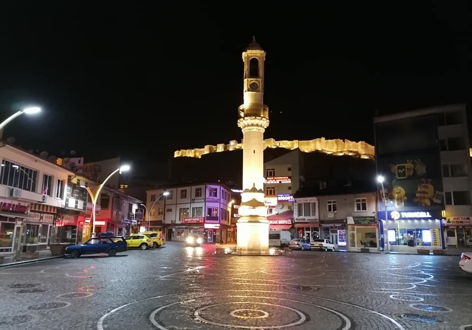 Bayburt'ta kamu çalışanlarının mesai saatleri 10.00-16.00 olarak belirlendi
