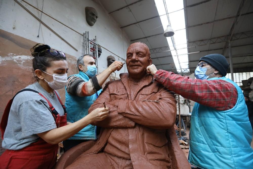 Bekir Coşkun'un ilk heykeli Buca'ya