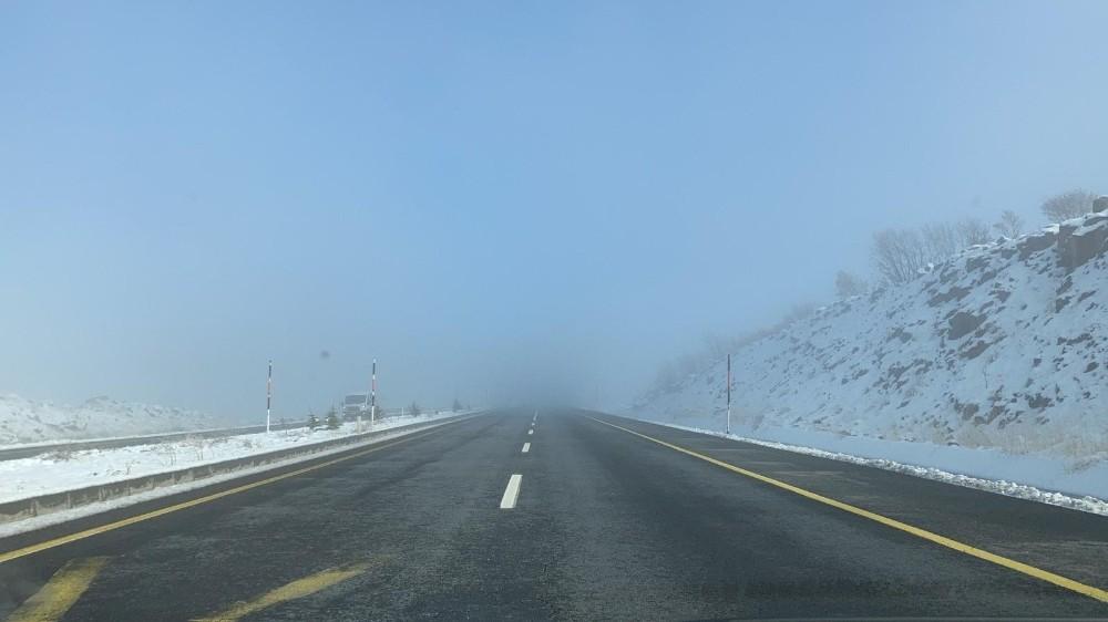Bingöl -Elazığ karayolunda sis etkili oluyor